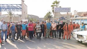 اعتصام لعمال معمل النفايات في سينيق احتجاجاً على عدم تأمين سيولة لدفع أجورهم