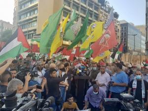 تحية الأمين العام للحزب الشيوعي اللبناني حنا غريب في تظاهرة بيروتدعما لانتفاضة الشعب الفلسطيني ومقاومته البطلة