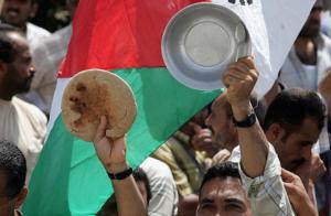 الحصار وكورونا يُهددان الأمن الغذائي لـ 80% من الأسر في قطاع غزة